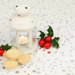 How to Decorate a Festive Holiday Table