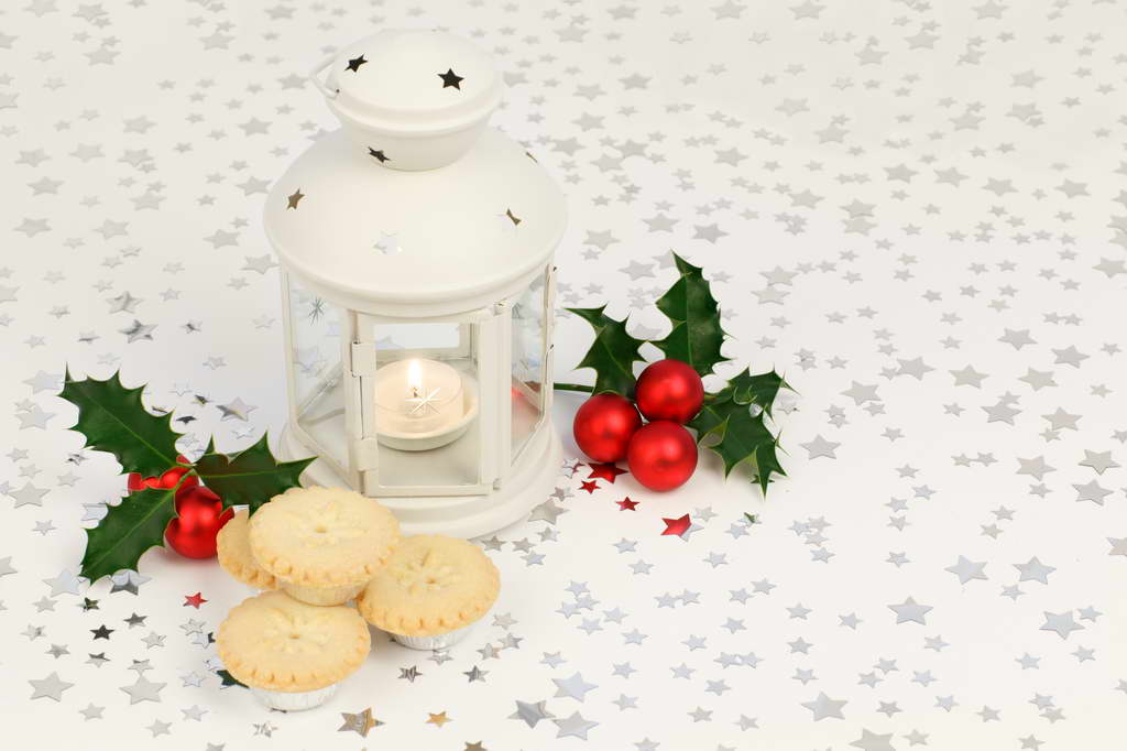 holiday table,table arrangement ideas,table setting ideas,table decoration ideas,winter decor,winter decorations,seasonal decorations,tablecloths,tablecloth ideas,tableware design,tableware,holiday table ideas,holiday table decorations,holiday table design,Christmas table ideas,Christmas table decorations,Christmas table designs,Christmas table design ideas,festive table settings,festive table setting ideas,