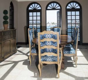 NASLOVNA_modra_studio_flora_dining_chairs_historical_home_Archi-living_resize.jpg