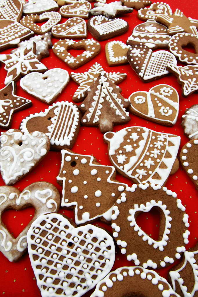 gingerbread,gingerbread cookies,cookies,holiday cookies,Christmas cookies,delicious cookies,Christmas decoration ideas,creative ideas for Christmas decorations,Christmas living room ideas,Christmas bedroom decor,Christmas tree decorations ideas,Christmas tree ideas,white and red Christmas tree decorating ideas,red white gold Christmas tree,Christmas tree decorations,red and white themed Christmas tree,holiday decorating ideas,holiday decor inspiration,festive holiday decor,holiday decorations,decoration ideas,home decor ideas,interior decorating,