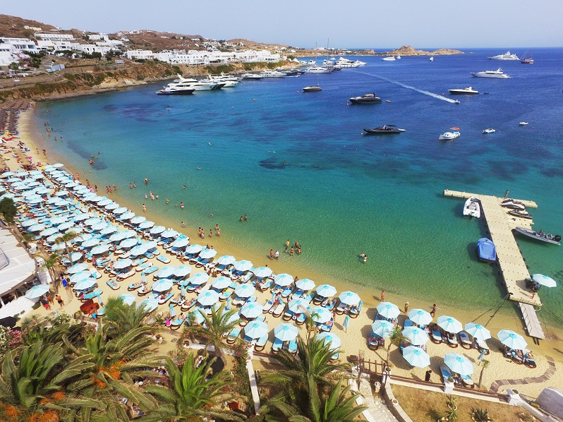 nammos mykonos,mykonos,Greece,Psarou Beach,beaches in Greece,sandy beach,famous beaches,sun loungers,parasol,parasol design,tuuci,restaurants,restaurant design,best restaurants,best restaurants in Greece,hospitality design