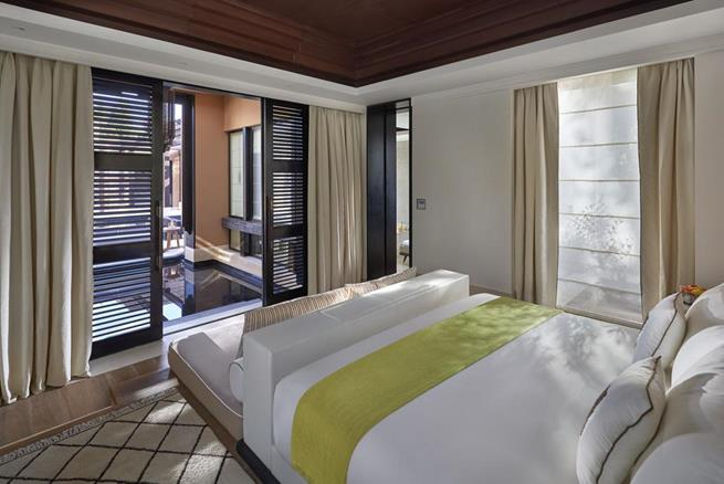 luxury hotel room decoration ideas,moroccan hotel design ideas,white and yellow bedding in hotel room,mandarin oriental hotel group marrakech,best hotels in morocco atlas mountains,
