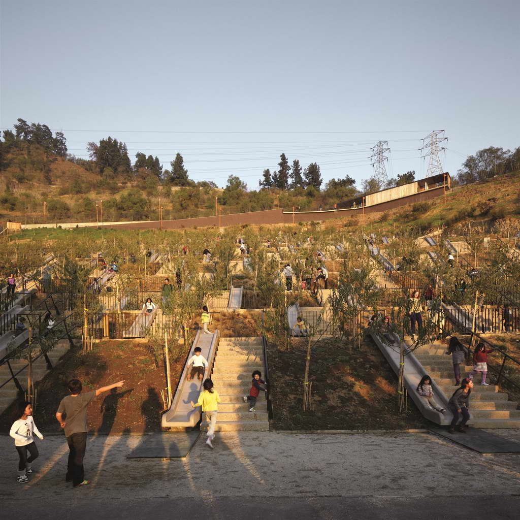 O_Alejandro-Aravena-Bicentennial-Childrens-Park_Santiago_Chile_photo-by-Cristobal-Palma_Archi-living_resize.jpg
