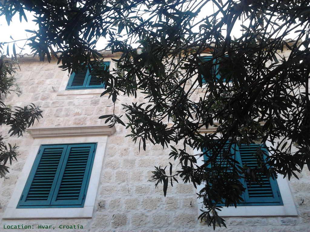 dalmatian architecture,dalmatian house,green window shutters,hvar town,hvar island,croatia,visit croatia,dalmatia,dalmatian islands,hvar sightseeing,travel blog,Croatia architecture,
