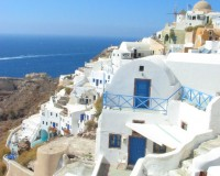 santorini architecture style,greek architecture style,white and blue buildings santorini,travel photography,travel ideas,
