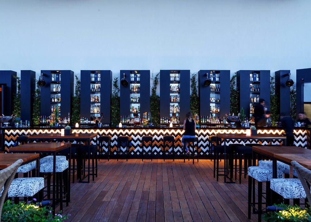 four seasons hotel pop up lounge bar archi. Black Bedroom Furniture Sets. Home Design Ideas
