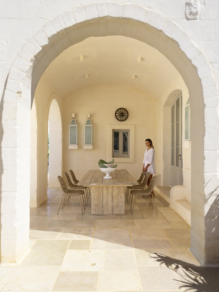 outdoor dining room in neutral beige,rustic outdoor dining table,talenti outdoor design,ludovica serafini e roberto palomba,how to design an outdoor dining area,