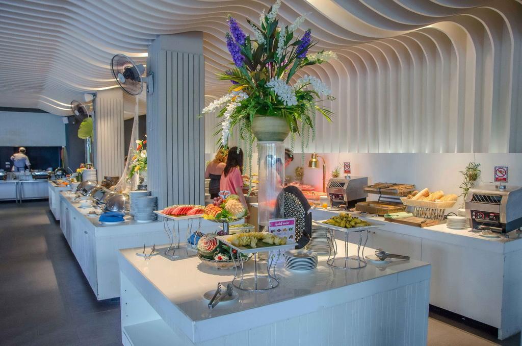 food,luxury hotels,luxury restaurant design,restaurant design ideas,high end restaurant design,modern restaurant design,luxury bar design,bar design ideas,hotels in asia,luxury hotels in asia,hotels in thailand,luxury hotels in thailand