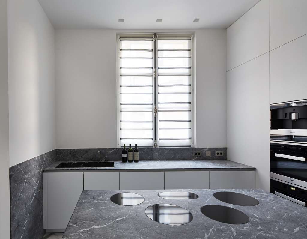 white and gray kitchen ideas,gray kitchen countertops with white cabinets,luxury kitchen design,modern kitchen ideas,white kitchen cabinets,