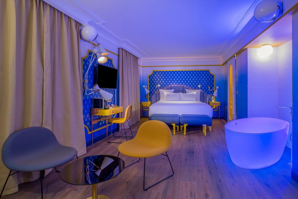 SUITE-BLUE-SUNSHINE-3-IDOL-HOTEL-PARIS-8.jpg