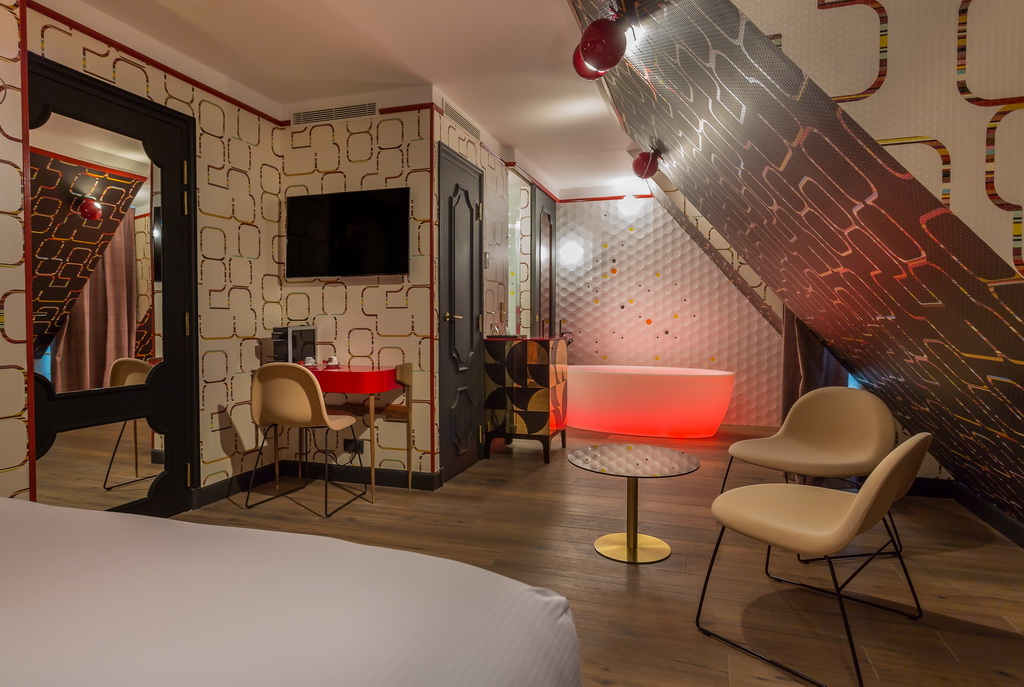 SUITE-GIVE-ME-THE-NIGHT-3-IDOL-HOTEL-PARIS-8.jpg