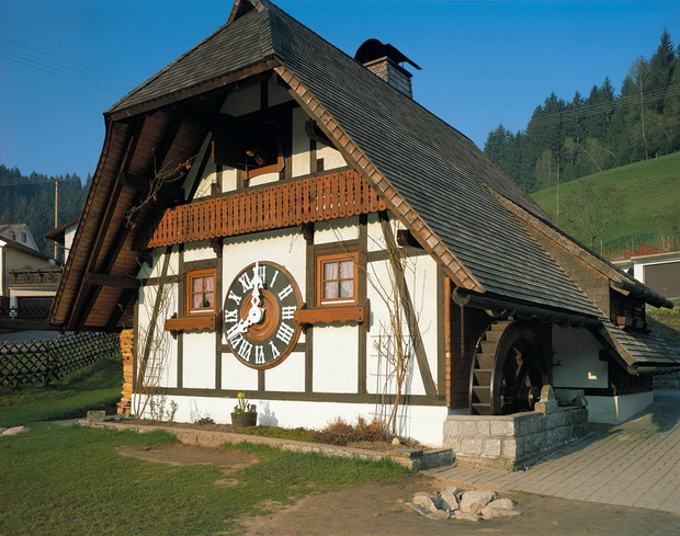 SchonachBlack_Forest_the-biggest-cuckoo-clock-in-the-world_Owner_Baden-Wurttemberg_GNTB_resize.jpg