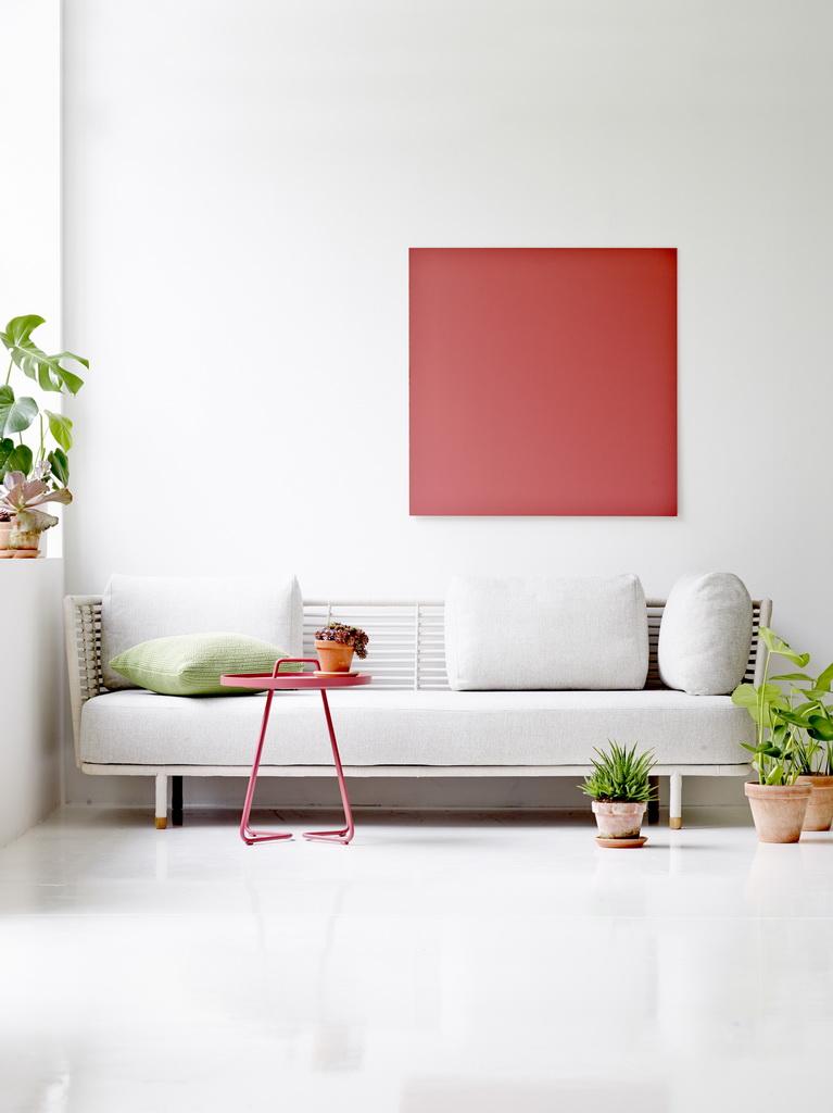 Sense-sofa_On-the-move-side-table_resize5755e88729c7a.jpg
