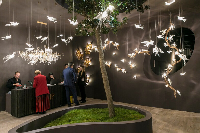 nature inspired light fixtures,bird shaped lamp,trendy lighting design for hotels,tree themed room decor,current trends in interior design,