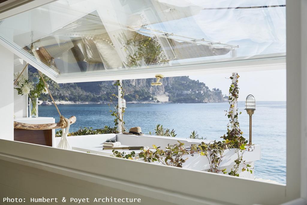 T_HumbertPoyet-Architecture_Cabanon-La-Mer-Veille_window-view_Archi-living_resize.jpg