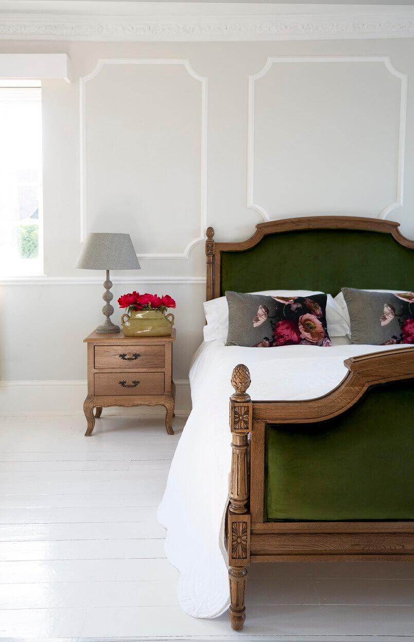 romantic bed design,romantic bedroom decor,wood and velvet bed ideas,green velvet bed decor,solid oak bedroom furniture,