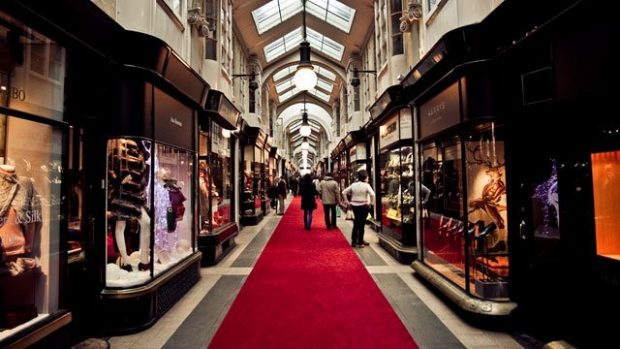st james shopping london,red carpet in shopping london,luxury boutique interior design,jewellery shops london,most famous shops in london,
