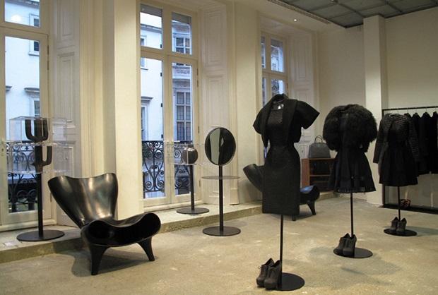 dover street market shop london,best shopping travel destinations,luxury boutique interior design,high end fashion stores london,white and black retail store designs,