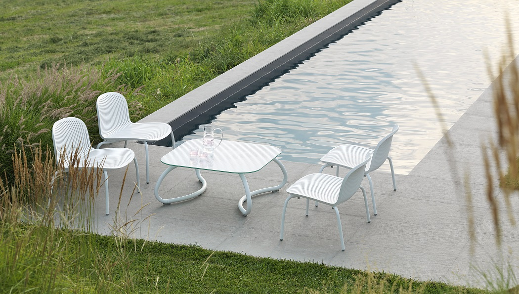 White-Outdoor-Furniture_Nardi_Loto-Ninfea_Table-Chairs_Archi-living_A.jpg