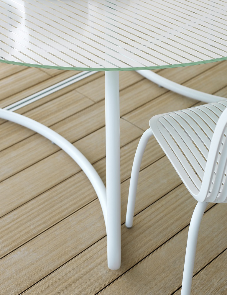 White-Outdoor-Furniture_Nardi_Loto-Ninfea_Table-Chairs_Archi-living_C.jpg