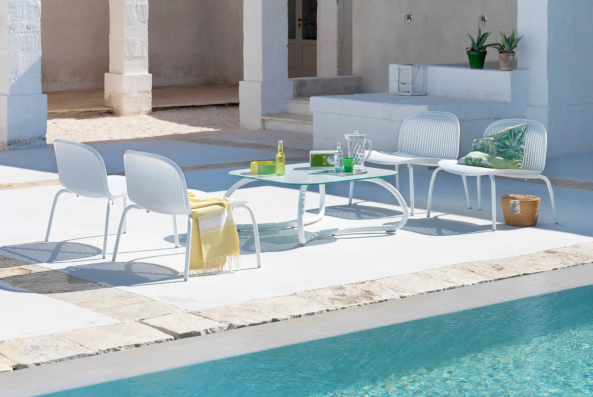 White-Outdoor-Furniture_Nardi_Loto-Ninfea_Table-Chairs_Archi-living_COVER