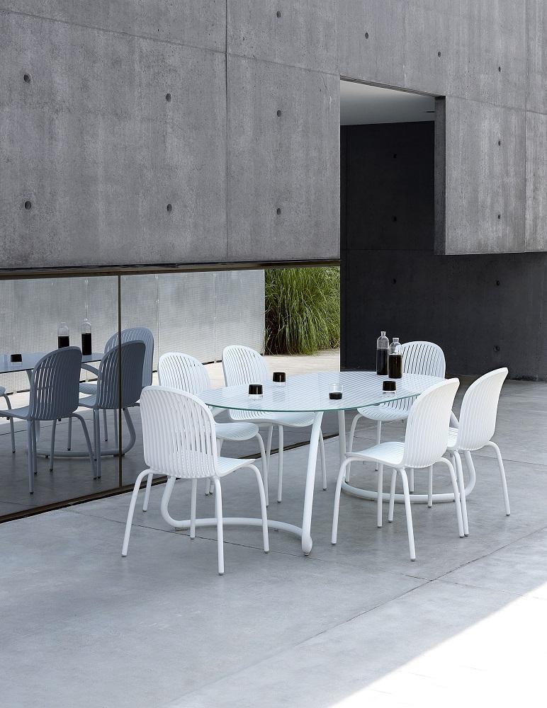 White-Outdoor-Furniture_Nardi_Loto-Ninfea_Table-Chairs_Archi-living_E.jpg