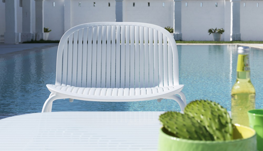White-Outdoor-Furniture_Nardi_Loto-Ninfea_Table-Chairs_Archi-living_F.jpg