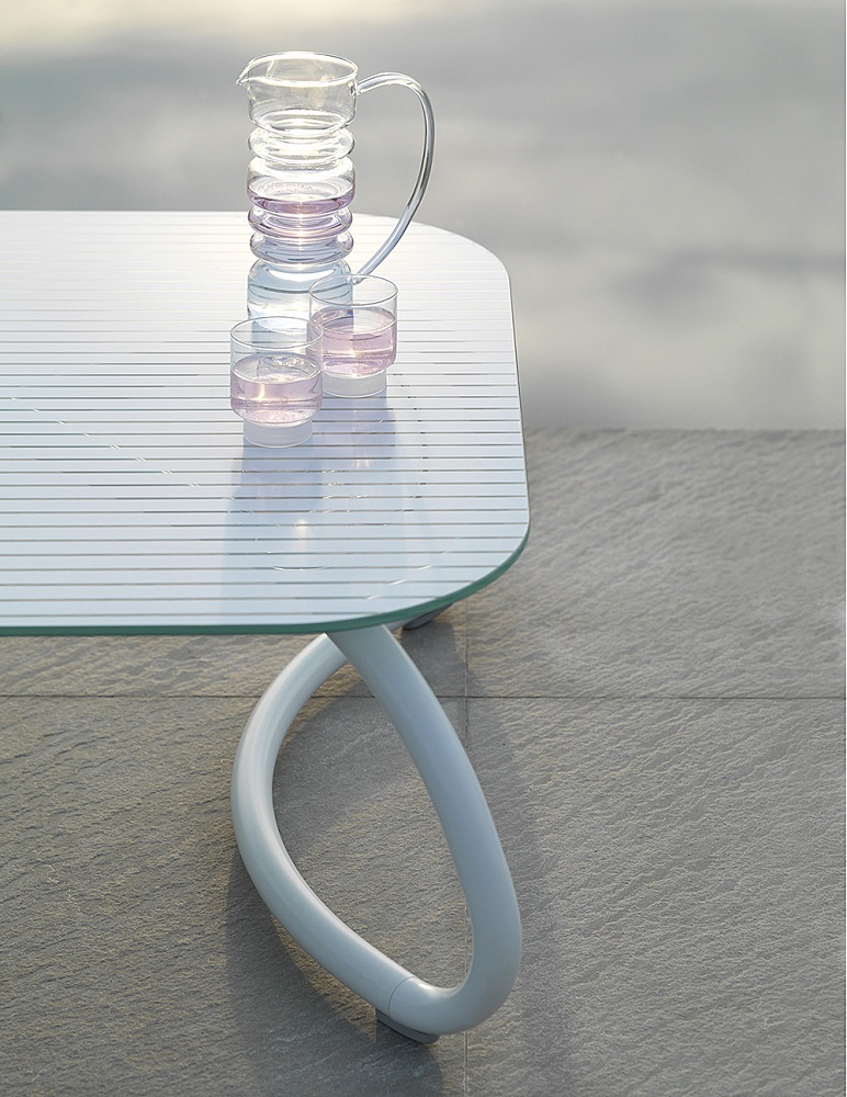 White-Outdoor-Furniture_Nardi_Loto-Ninfea_Table-Chairs_Archi-living_G.jpg