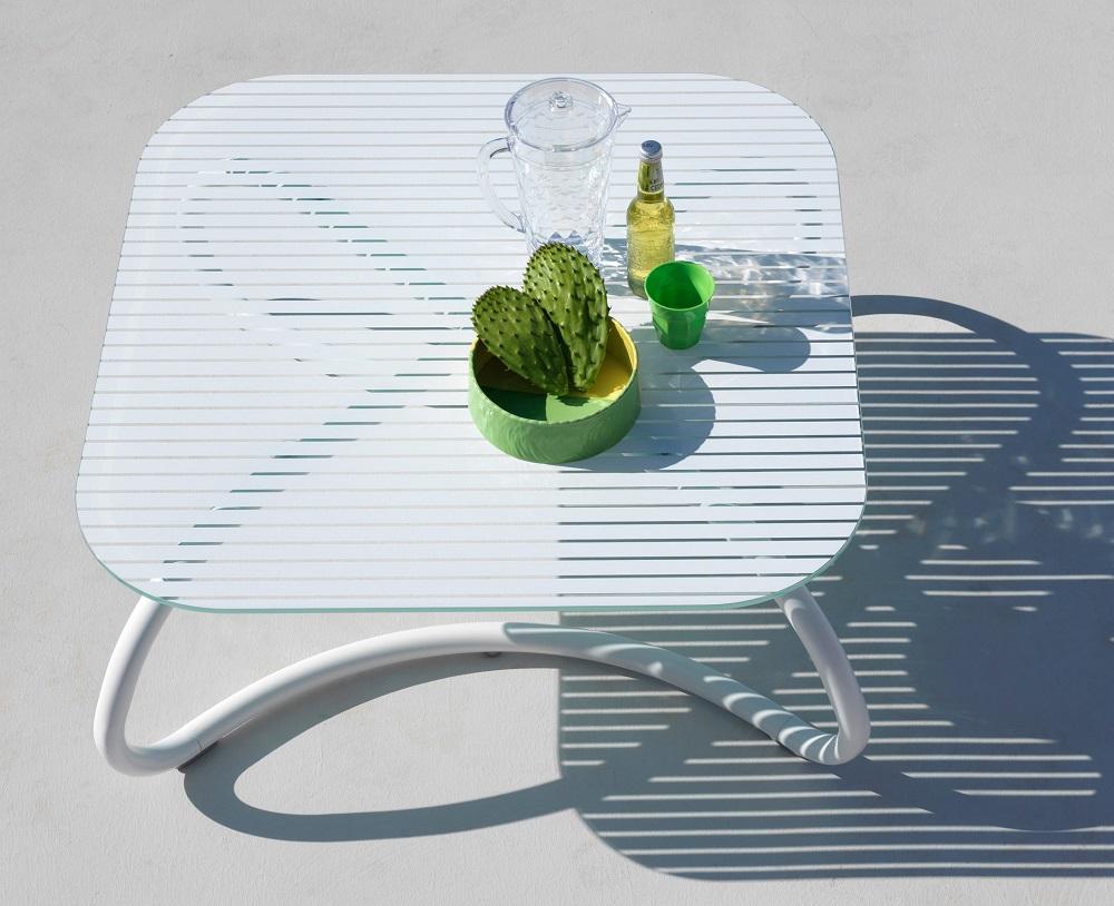 White-Outdoor-Furniture_Nardi_Loto-Ninfea_Table_Archi-living_B.jpg
