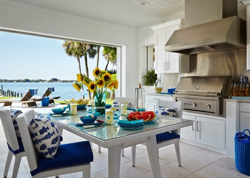 beach house kitchen design,fish themed cushions,coastal dining room decorating ideas,maritime inspired table ideas,white and blue dining room ideas,