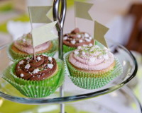 cupcakes holiday theme,decorative cupcakes for weddings,cupcakes designs for weddings,cupcakes as centerpieces,colorful cupcake ideas,