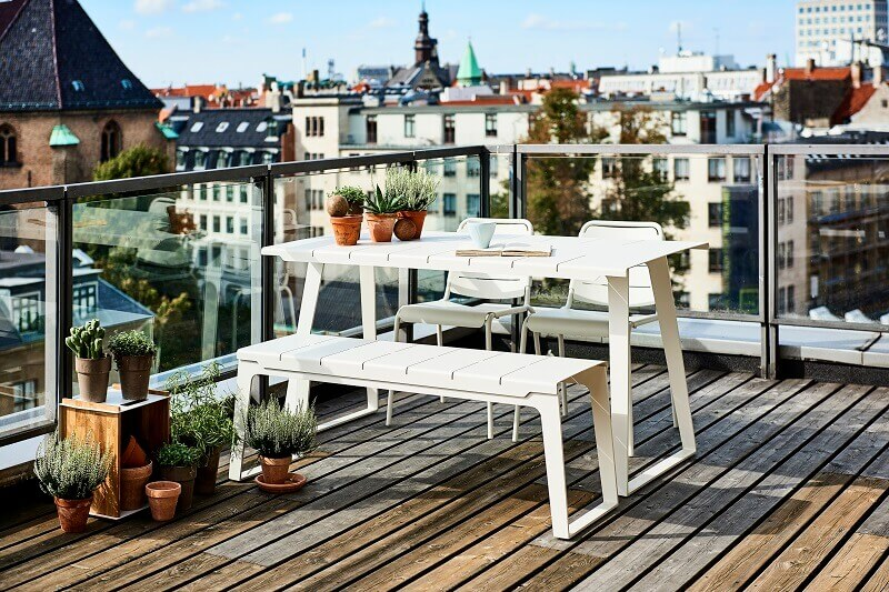 roof terrace design ideas,rooftop terrace dining room design,decorative boxes for terrace,decorating with wooden boxes,organize your home with boxes,
