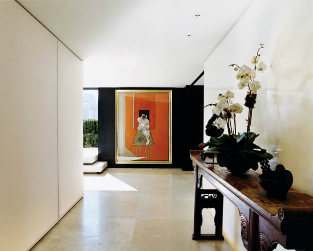 traditional wood console table,donna karan apartment manhattan,luxury new york apartment,artistic lobby design,beautiful orchids,