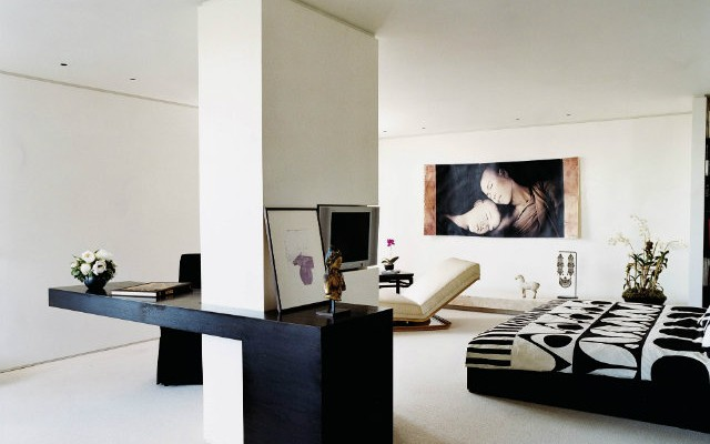 art in bedroom ideas,donna karan apartment manhattan,celebrity homes new york,luxury bedroom ideas,high end bedroom furniture,