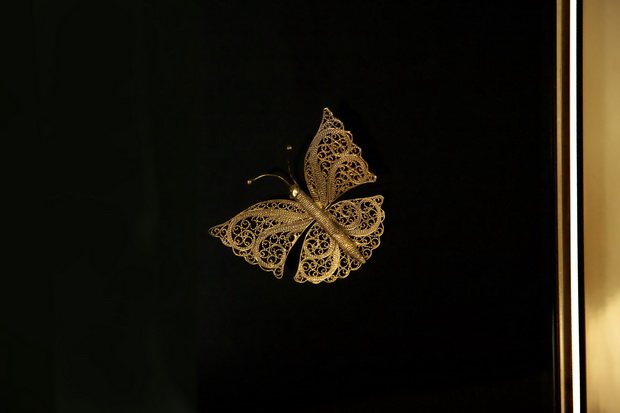 butterfly interior design,gold butterfly decorations,romantic screen dividers,living room screen ideas,luxury screen designs,