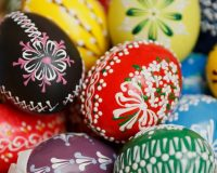 happy Easter colorful eggs,hand painted Easter egg decorations,Easter egg art ideas,egg decorating ideas handmade,painted egg decorations,