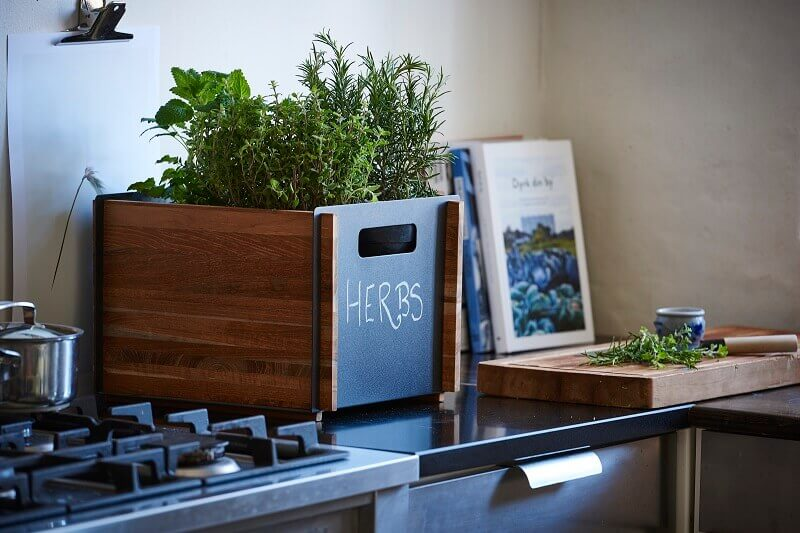 herb garden design ideas,grow herbs in kitchen,herb planter box,organize your kitchen with boxes,where to place plants in kitchen,
