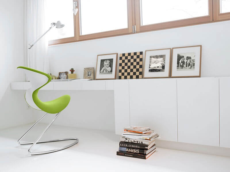 ergonomic office chair green,green and white home decor,green and white color themed office decoration ideas,creative home workspace,how to setup a workspace at home,
