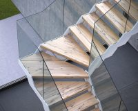 escalier fontanot italia,wood and glass staircase design,glass stair panels,modular interior stairs,designer stairs for houses,