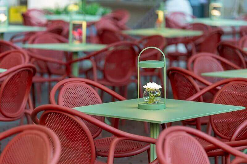 red outdoor furniture ideas,red dining chairs with arms,green outdoor table lamps,green garden table,restaurant design ideas,
