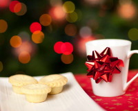 pies on holiday table,Christmas table ideas,Christmas table ideas red and silver,red and white table settings,coffee and pie,