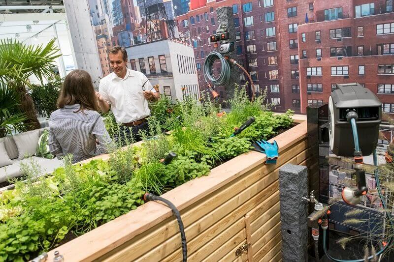 urban gardening trends 2019,city garden design ideas,small urban garden design ideas,planting herbs on balcony,terrace design with roof,