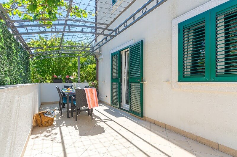 garden relaxing ideas,hvar apartment with terrace,outdoor furniture design,visit hvar island,green color design,