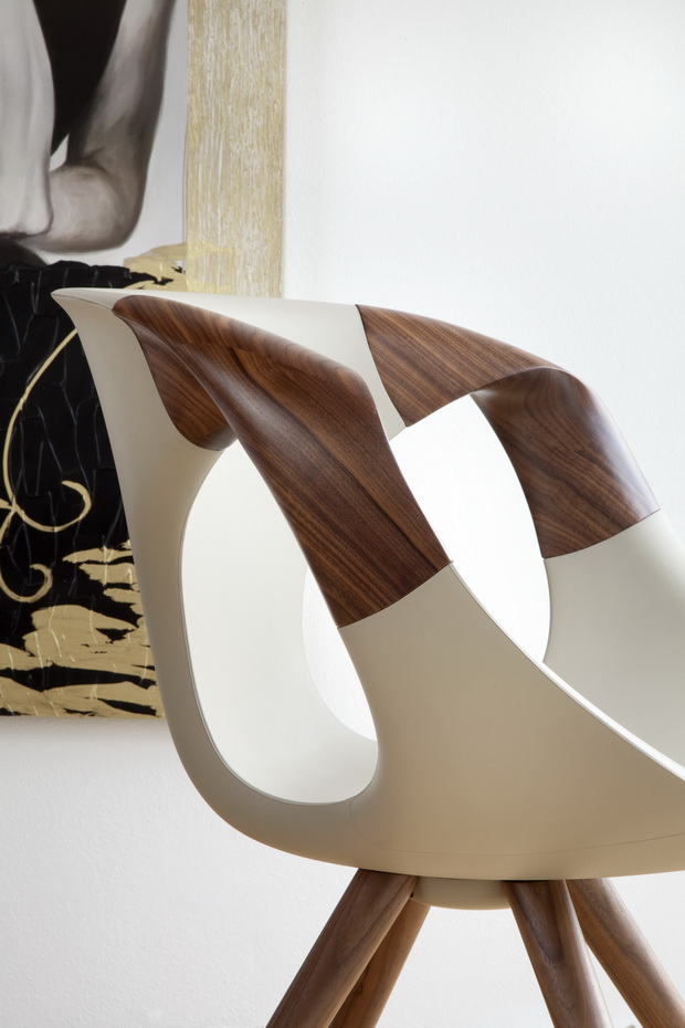 up-chair-wooden-arm-detail-1_resize.jpg