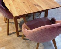spin valis stolovi i stolice,namještaj od drva,wooden dining room table and chairs,pink upholstered dining chair,wooden dining room furniture,