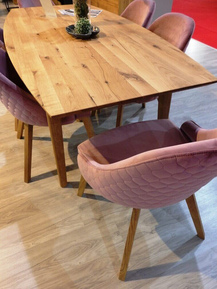 wooden dining room table and chairs,pink upholstered dining chair,spin valis stolovi i stolice,namještaj od drva,wooden dining room furniture,